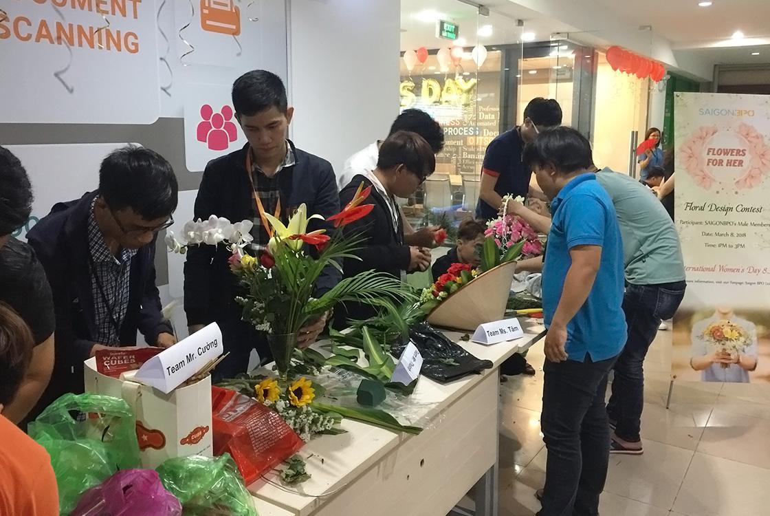 Nhân viên nhập liệu, xử lý tài liệu thi cắm hoa